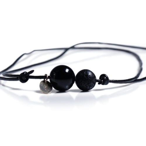 Sort minimalistisk halskaede - laedersnor med Onyx og Lava