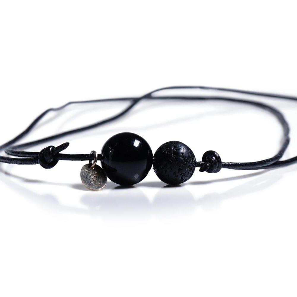 Sort minimalistisk halskæede - laedersnor med Onyx og Lava