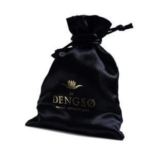 indpakning i smykkepose med logo guldtryk