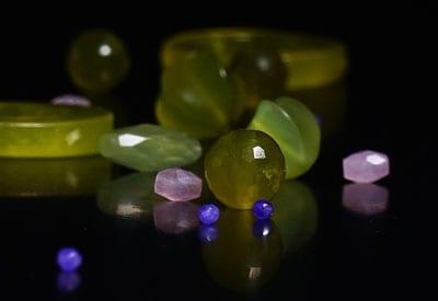 Jade i forskellige farver. Stenenes betydning og egenskaber