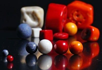 Blå, hvid, orange, rød Koral i deres betydning og egenskaber