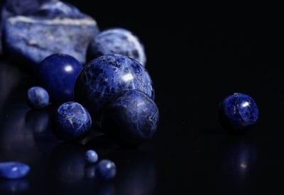 Sodalit stenens betydning og egenskaber