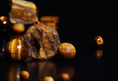 Tigerøje stenens betydning og egenskaber