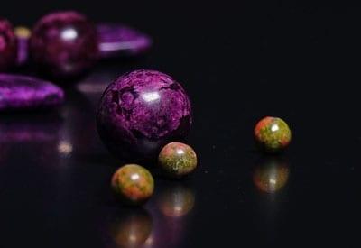 Unakit betyder, stenens egenskaber og betydning